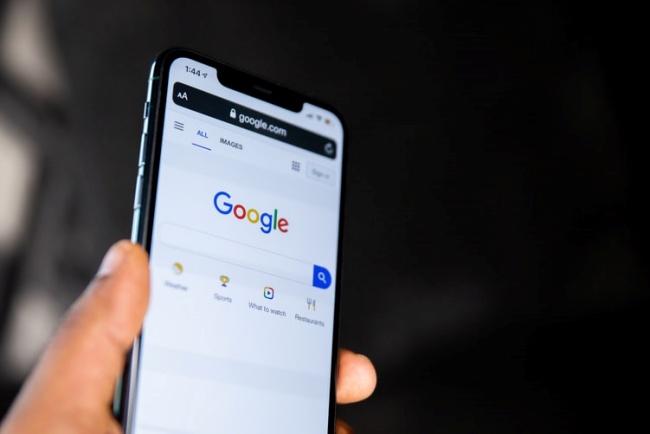 O app do Google tem mais de 5 bilhões de downloads na Play Store.