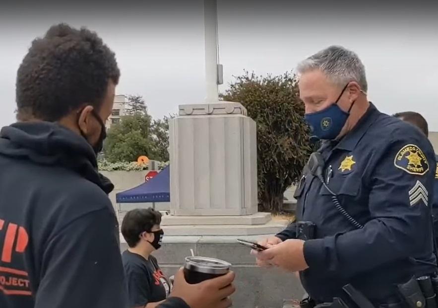 Policial usa Taylor Swift para bloquear vídeo de abordagem no YouTube