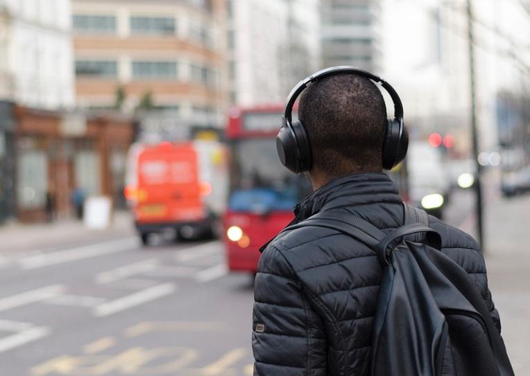 Fones de qualidade são necessários para reproduzir os áudios HiFi.