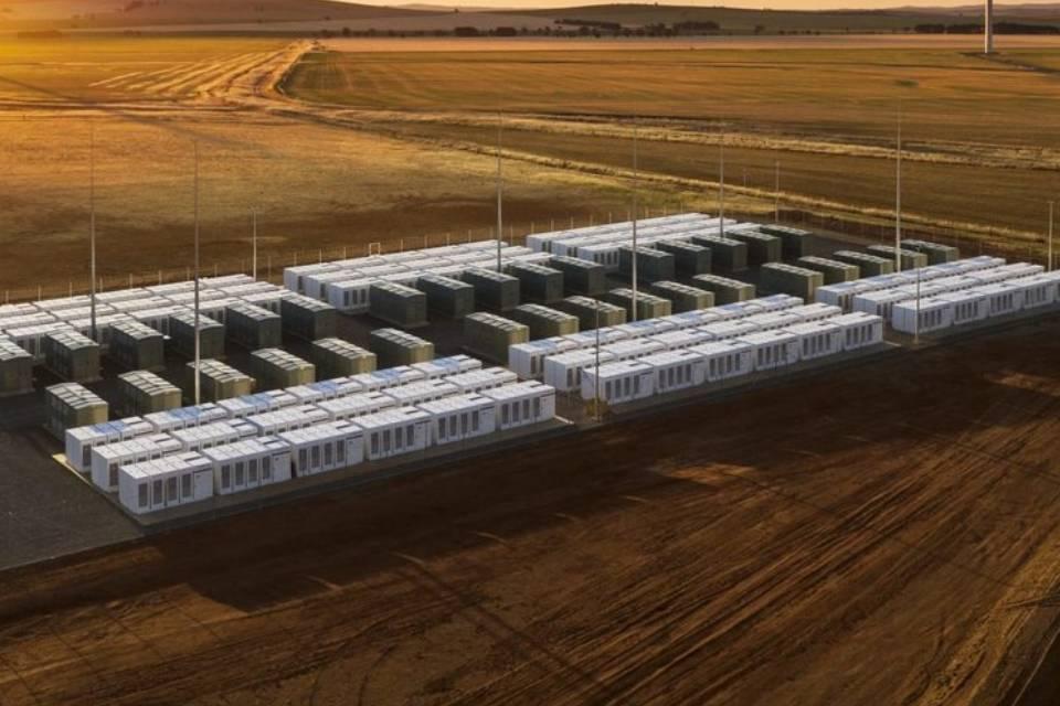 Bateria Tesla Megapack pega fogo na Austrália durante testes