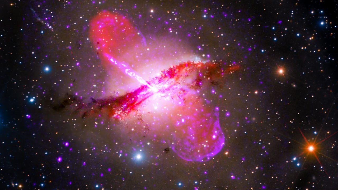 Event Horizon captura imagem de buraco negro cuspindo matéria