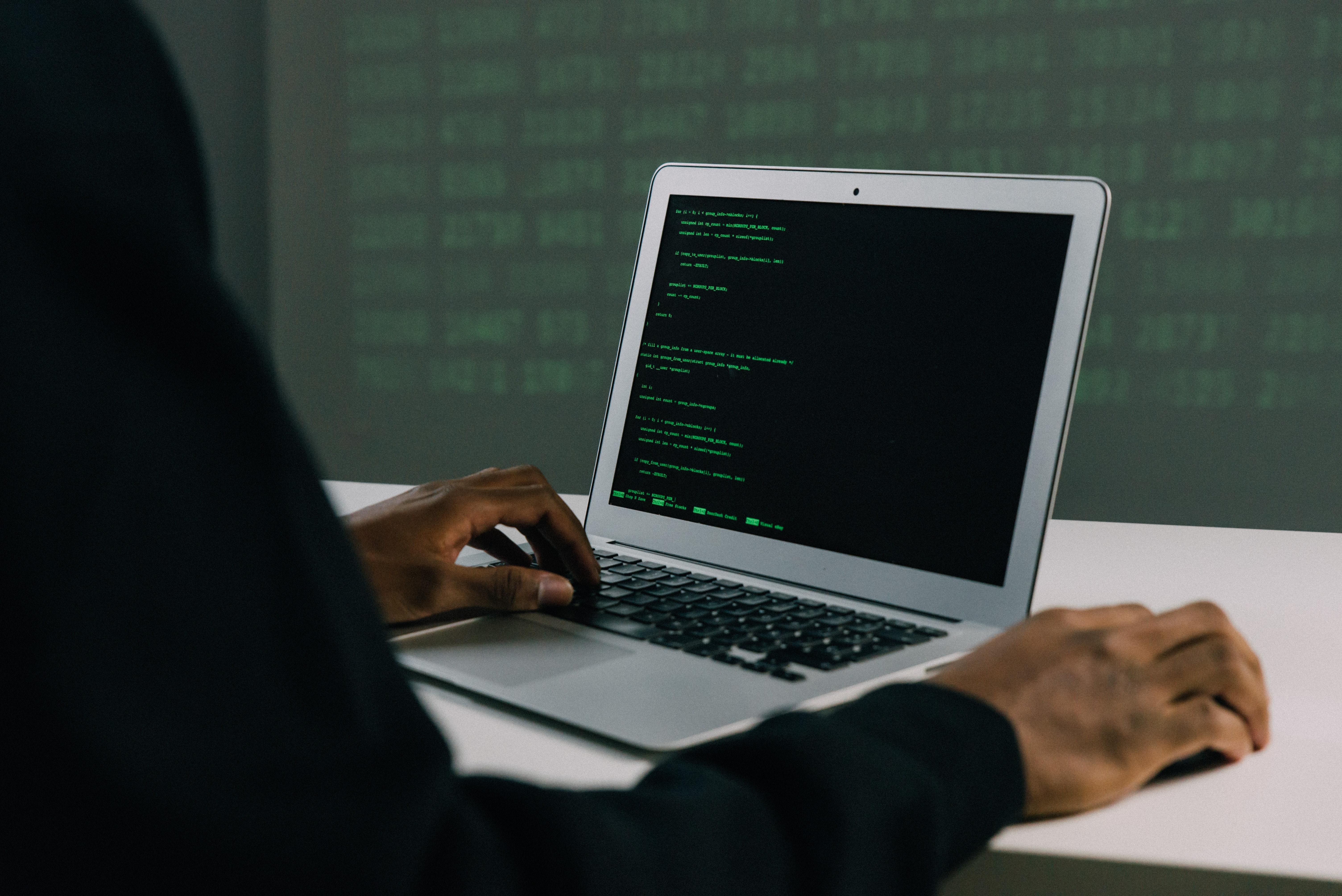 Algumas ações podem reduzir o risco de ataques pela vulnerabilidade. (Fonte: Pexels/Mahti Mango/Reprodução)