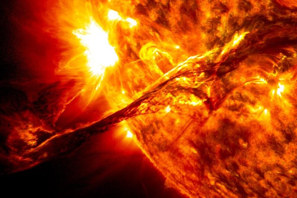 Grande tempestade solar pode acabar com internet mundial, alerta cientista