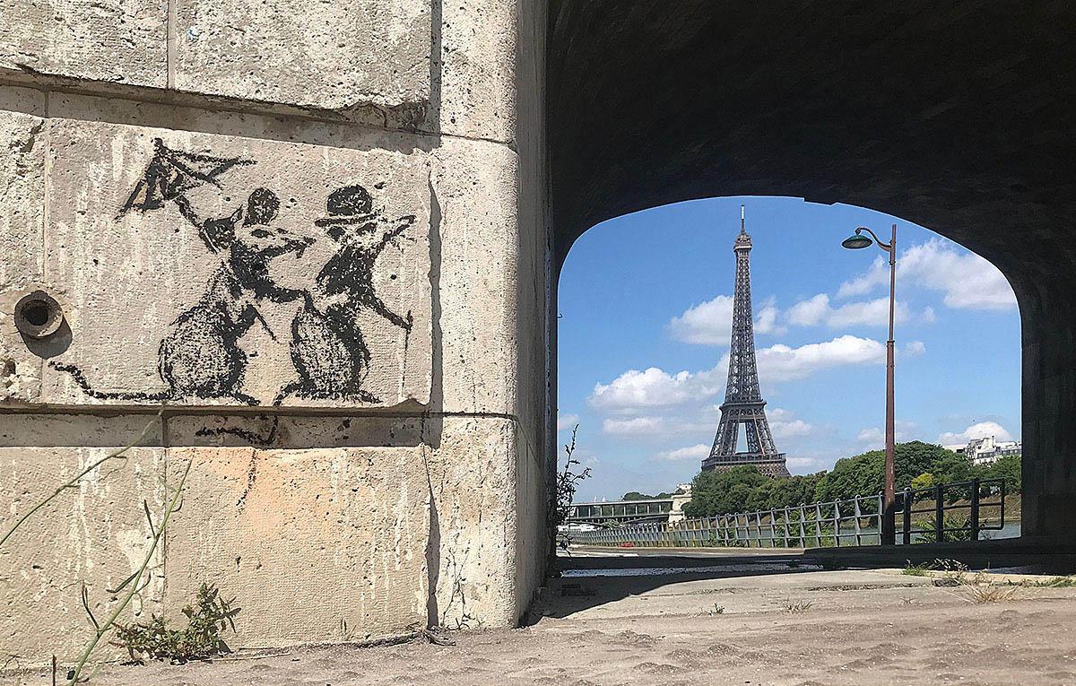 Banksy é conhecido por realizar intervenções artísticas nas ruas.