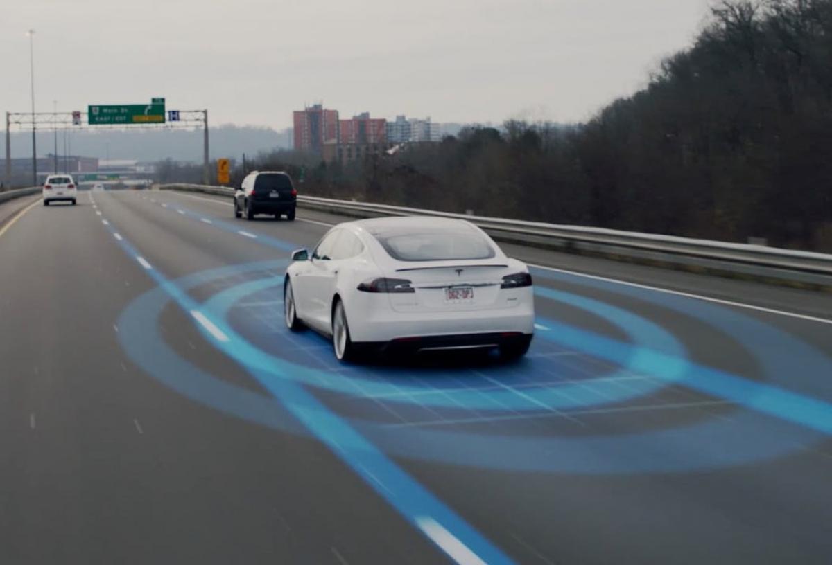 Atualmente, o Autopilot é o recurso padrão dos veículos Tesla.