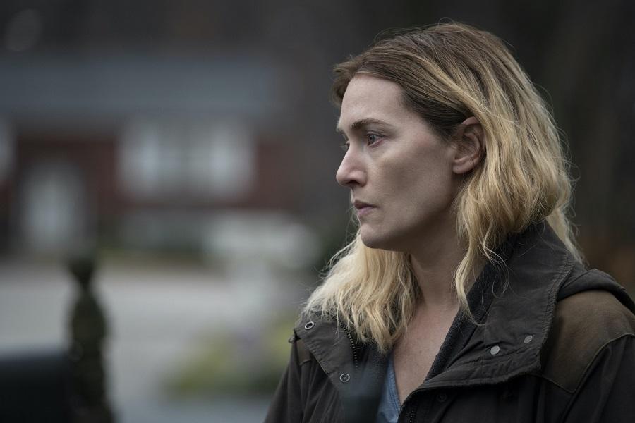 Kate Winslet, Julianne Nicholson e Evan Peters foram contemplados com prêmios no Emmy 2021 por seus papéis na minissérie. (HBO/Reprodução)