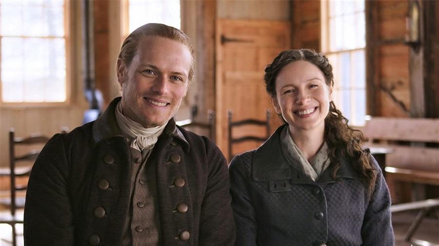 Sam Heughan e Caitriona Balfe protagonizam Outlander. (Starz/Reprodução)
