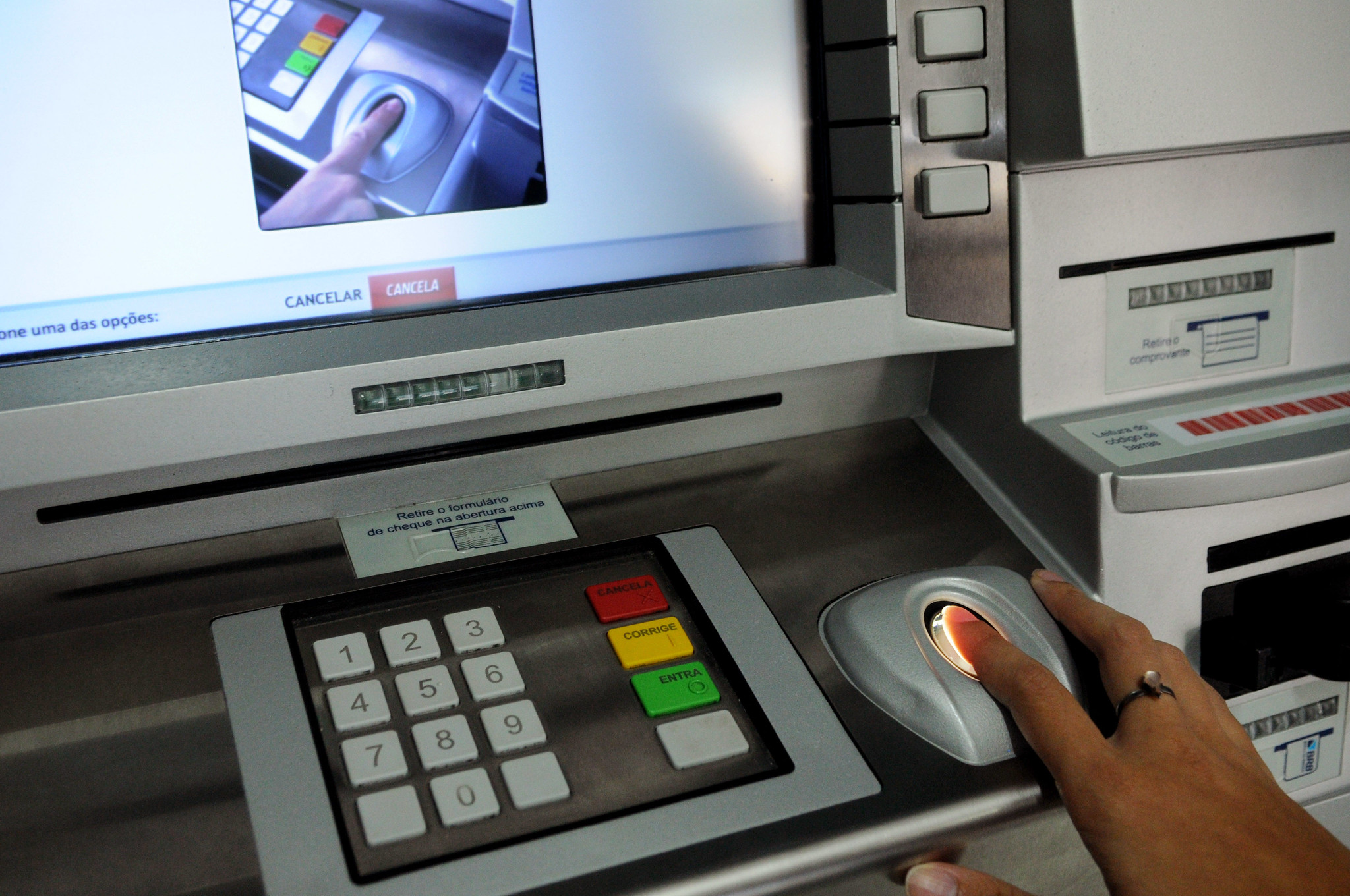 Verification can be carried out at any ATM in the bank where the beneficiary receives payment.  (Source: BRB/Tony Wiston/Reproduction)