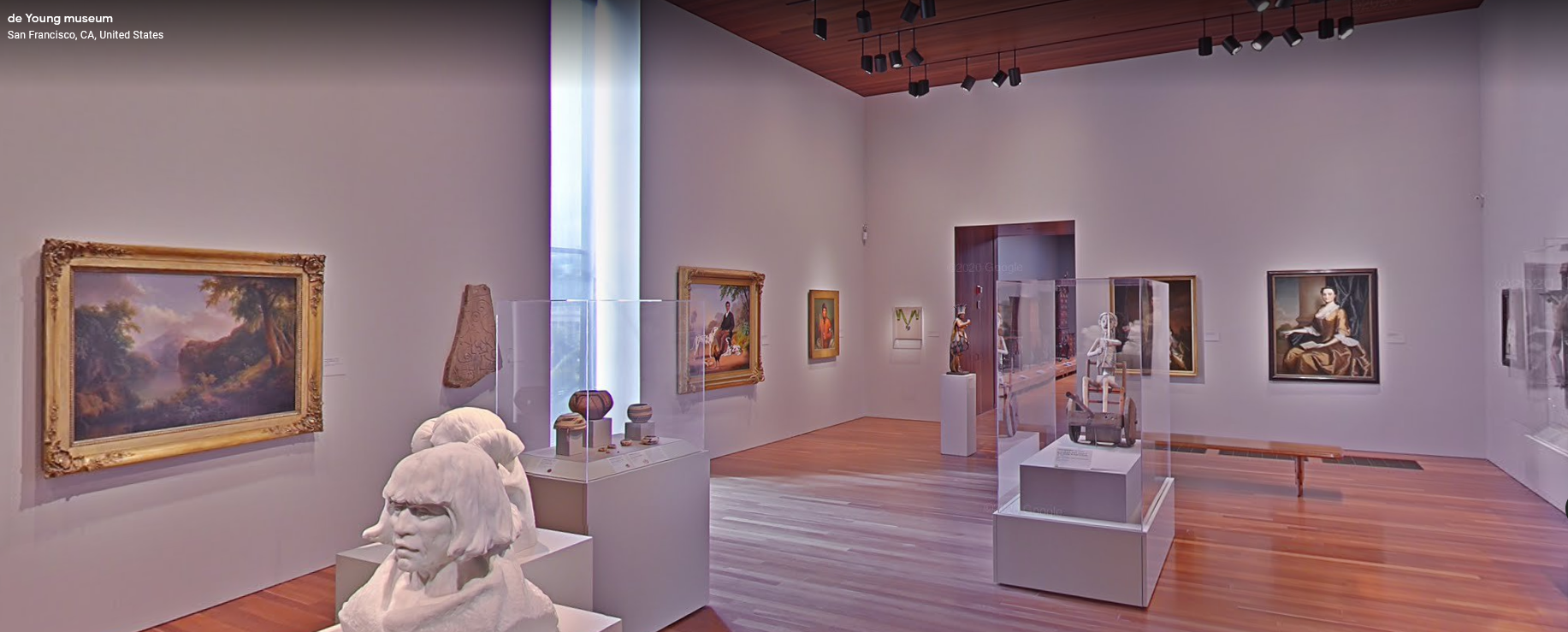 Interior do museu de Young; a visualização de locais pelo Street View também é oferecida