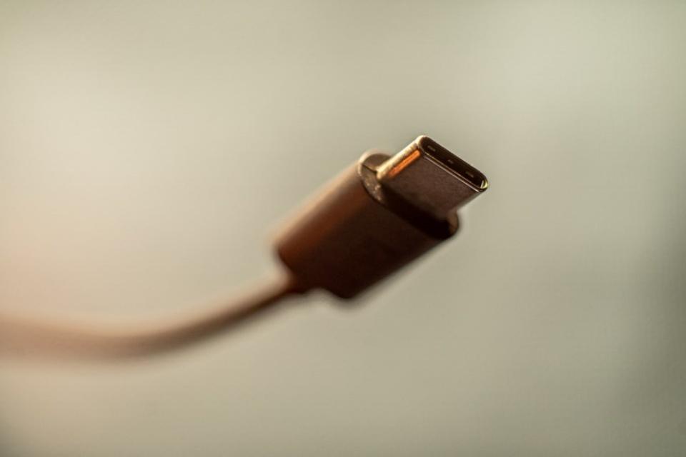 Cabos USB-C ganham novos logotipos para evitar confusões
