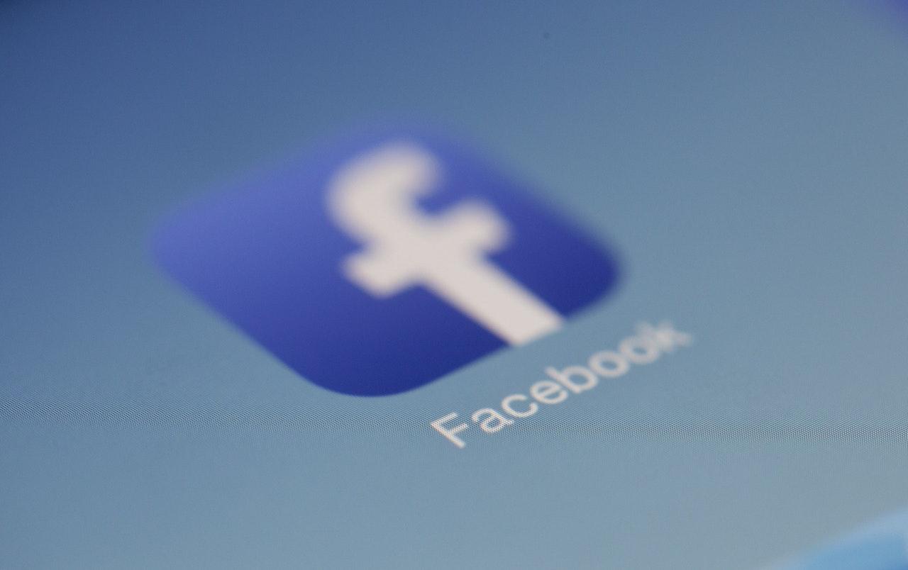 Executivo do Facebook diz que empresa não influencia a polarização política nos EUA.