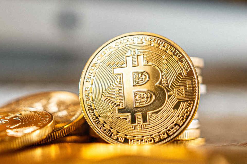 Bitcoin se aproxima dos US$ 58 mil em nova valorização