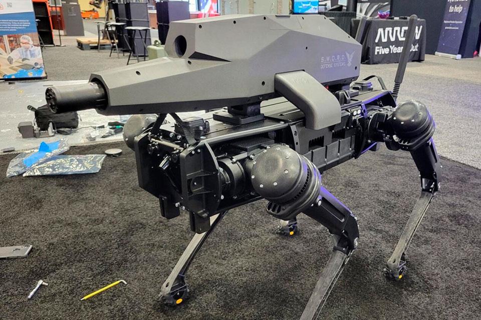 'Cão robô' com rifle que acerta alvos até 1,2 km é revelado