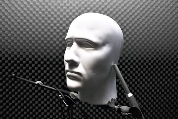Modelo de cabeça humana pode ser usado para gravações binaurais (Fonte da  imagem  Wikipedia) 661b21de1a