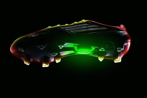 e87f58b0fa Novas chuteiras da Adidas atuam como um verdadeiro treinador - TecMundo