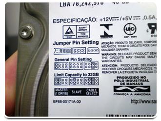 Detalhes da etiqueta de um HD PATA