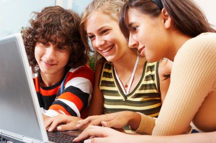 Aprenda sobre interesses online de crianças e adolescentes
