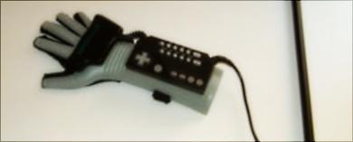 A inovadora Power Glove, da Nintendo.