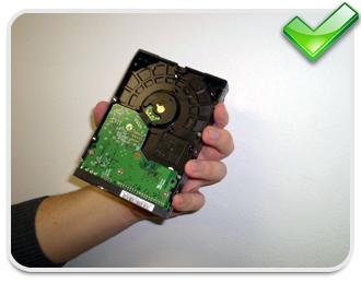 Tocar os circuitos podem danificar a peça para sempre!
