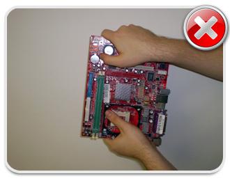 Não toque os circuitos da placa mãe sob hipótese alguma!