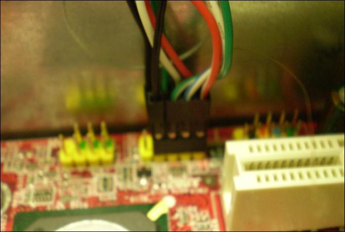 Cabos USB devidamente conectados na placa mãe