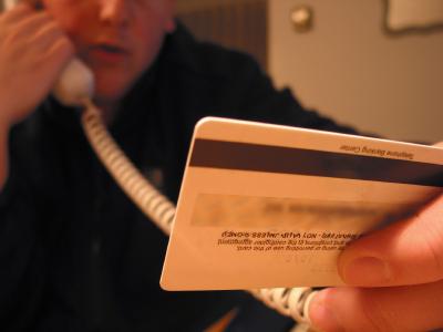 Nunca informe a ninguém os seus dados de cartão!
