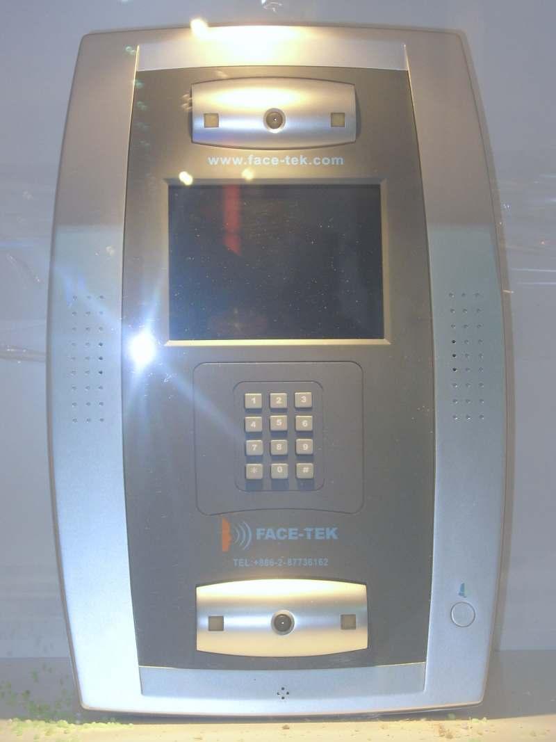 Sistema de segurança para reconhecer rostos da Face Tek - Imagem de Rico Chen