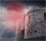 Máscara criando uma alta luz no castelo, combinando com o céu
