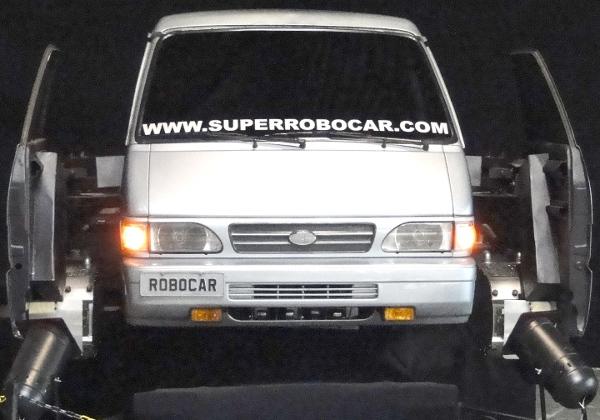 O Superrobocar ainda parecendo apenas uma van