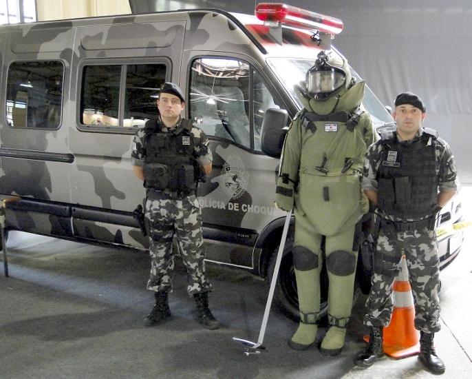 Esquadrão anti-bombas procura parceria para criar robô que desarme artefatos explosivos