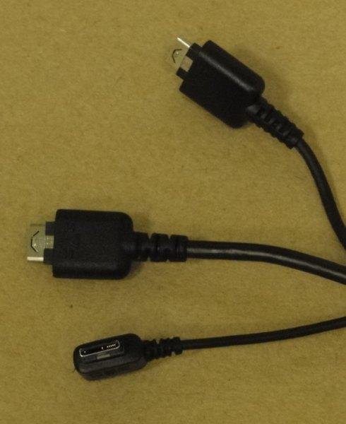 Entrada para USB, fones de ouvido e carregador (proprietário)