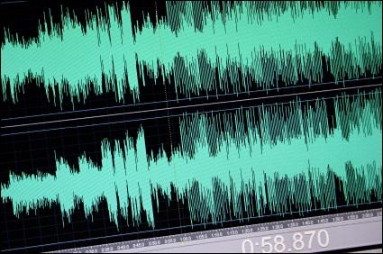 As ondas sonoras são captadas, interpretadas e convertidas em palavras