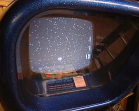 O Computer Space, adaptação de Spacewar! que virou fliperama.