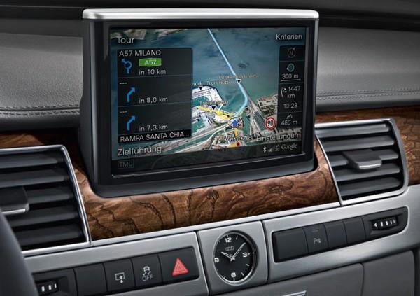 Visual do painel do Audi A8 com o sistema de GPS.