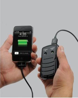 O aparelho carrega smartphones e MP3 players