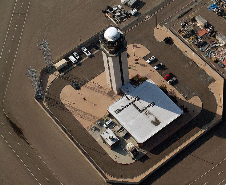 Torre de Controle no Aeroporto Lindbergh Field, em San Diego - Califórnia.