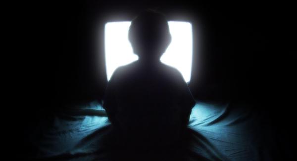 Deixa a luz apagada pode prejudica sua visão