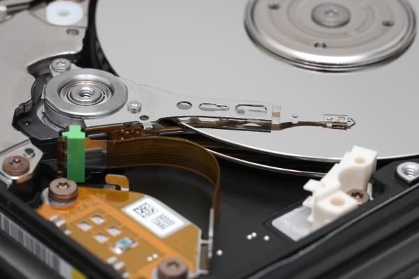 Nenhuma tecnologia  ainda consegue superar a capacidade de armazenamento dos discos rígidos