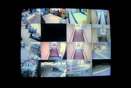 Câmeras de segurança permitem controle total de vários ambientes simultâneamente.