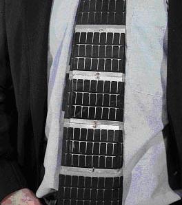 Gravata com captação de energia solar