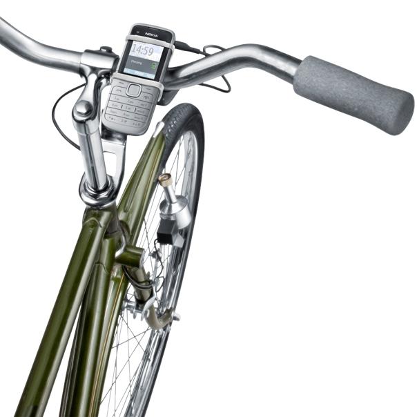 Celular seguro e carregando na sua bicicleta