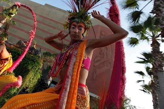 A apresentação contou com o Cirque du Soleil.