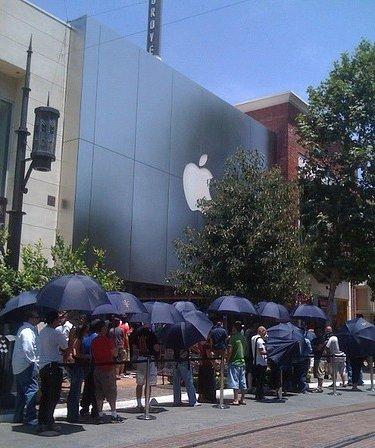 Fila do iPhone 4 em Los Angeles