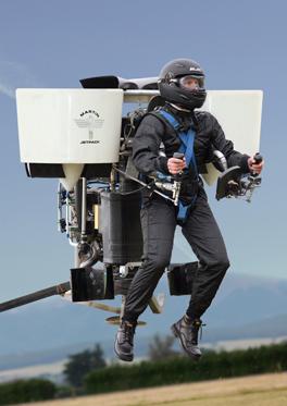 É preciso realizar treinamento específico para pilotar o brinquedinho voador.