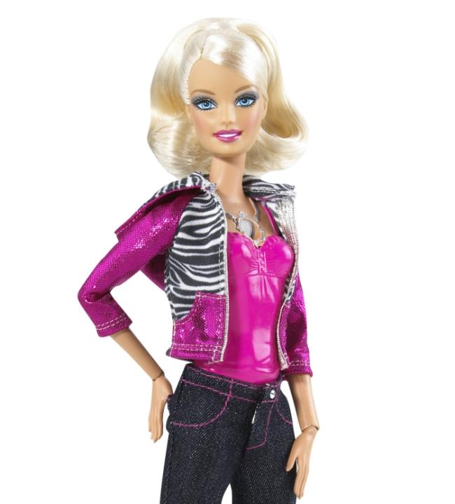 Barbie com filmadora no pescoço!