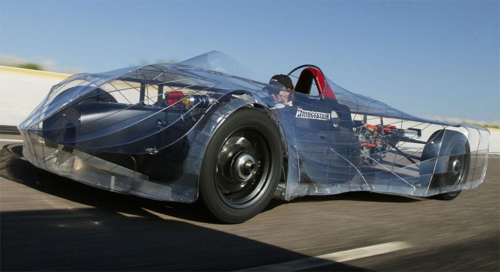 Carro elétrico desenvolvido por alunos do ensino médio pode entrar para livro dos recordes.