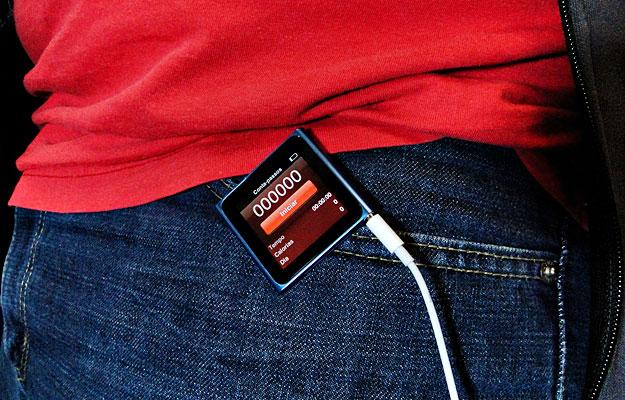 O clipe facilita para caminhar ouvindo música.