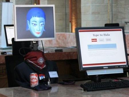 Secretária robô é bilingue e bicultural