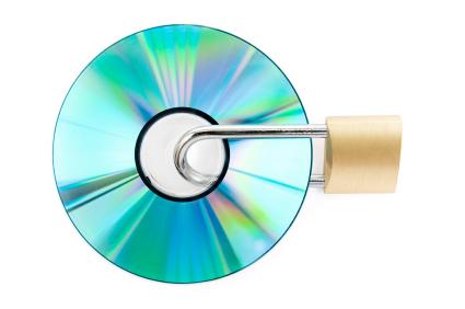 Os DVDs comerciais normalmente são protegidos pelo sistema CSS.