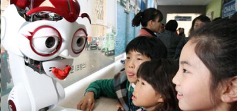 Robô coreano ensina inglês